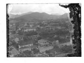 O asilo em foto antiga está localizado na parte inferior direita